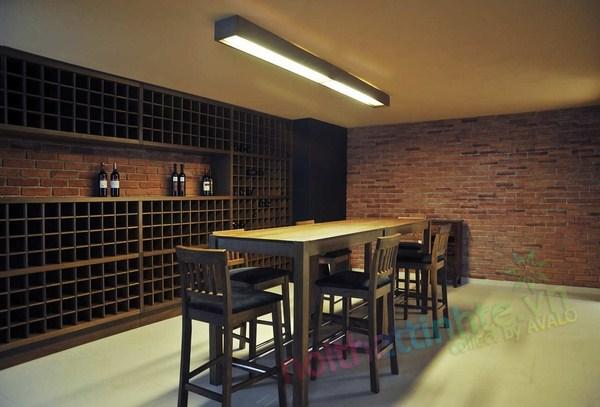 Hầm rượu vang trong nhà phố