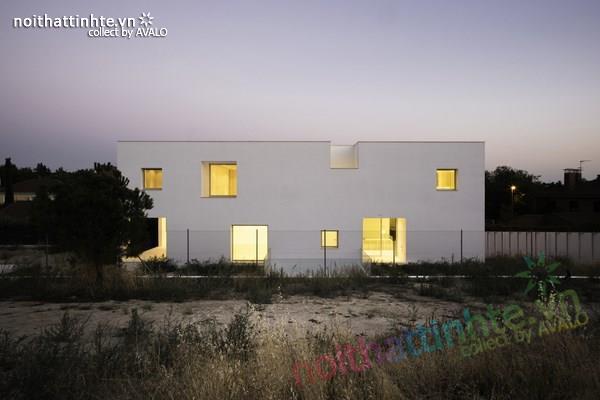 Nhà đẹp 2 tầng với không gian mở ở Tây Ban Nha