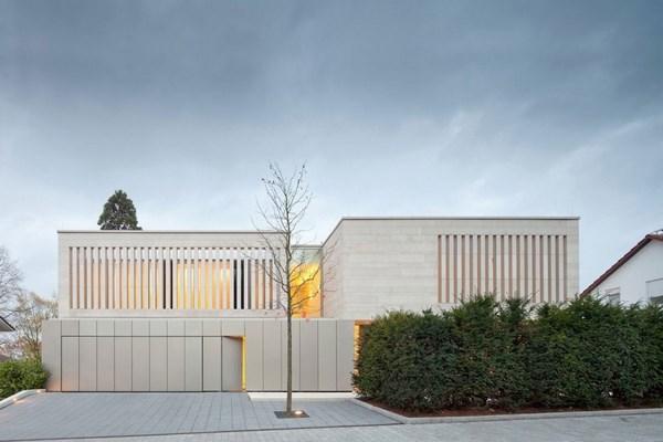 Nhà đẹp 2 tầng với kiến trúc khối vuông độc đáo