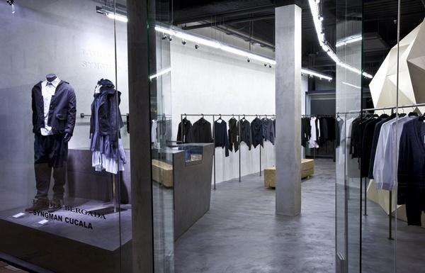 Thiết kế nội thất cửa hàng quần áo thời trang Lurder Bergada