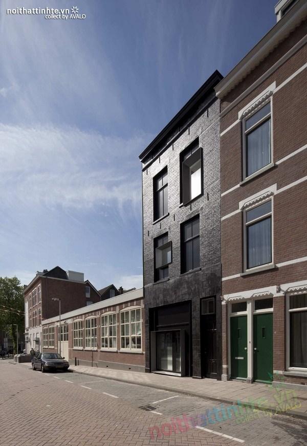 Mẫu nhà ống đẹp màu đen ở Hà Lan 02