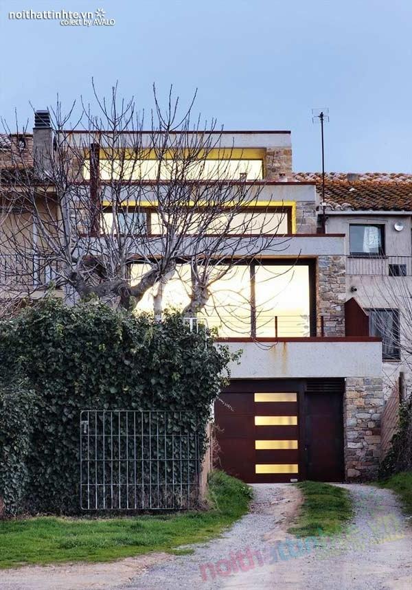 Mẫu nhà đẹp 3 tầng hiện đại ở Girona - Tây Ban Nha 01